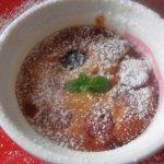 Миндальный клафотис с  ягодами