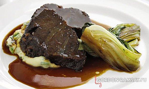 Тушеная говядина в меде и сое