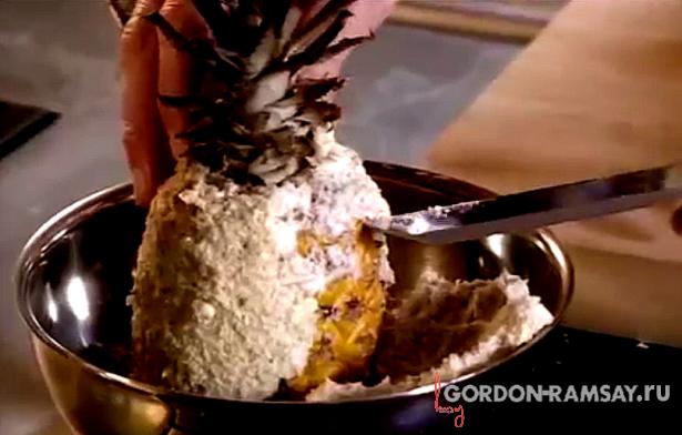 Запеченный в соли ананас